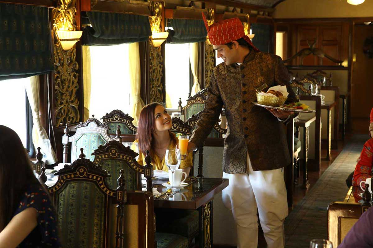 Le restaurant Mayur Mahal  du Maharajas' Express