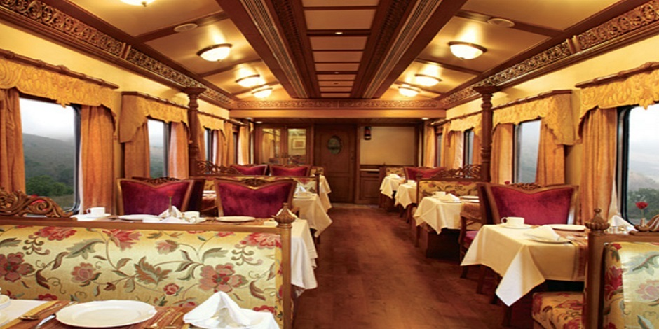 Voiture restaurant luxueux du Train Golden Charriot